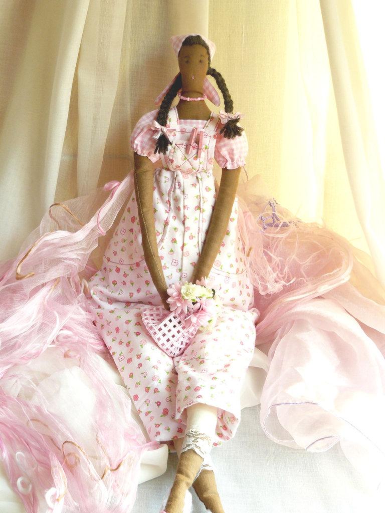 Bambola con fiori