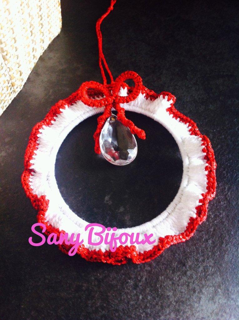 Corona di Natale all'uncinetto con cristallo pendente