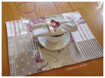 Tovagliette patchwork in cotone sui toni rosa/ecrù con tovagliolo e portatovagliolo