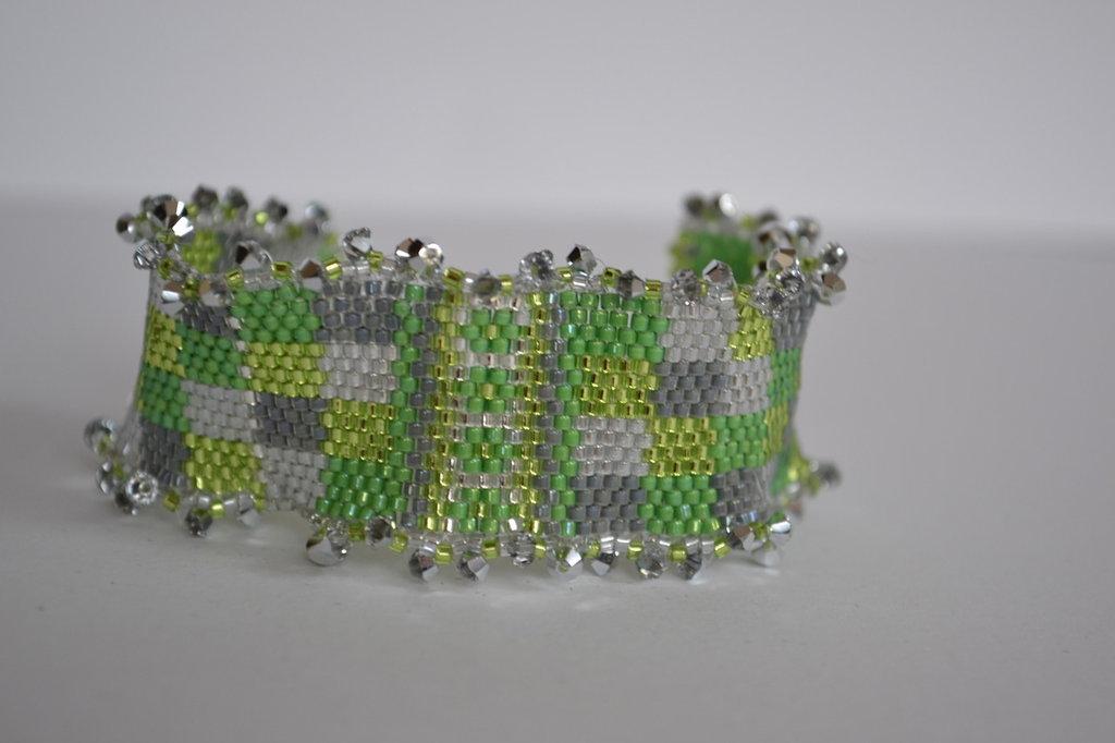 Bracciale a fascia con tonalità verde e elementi Swarovski