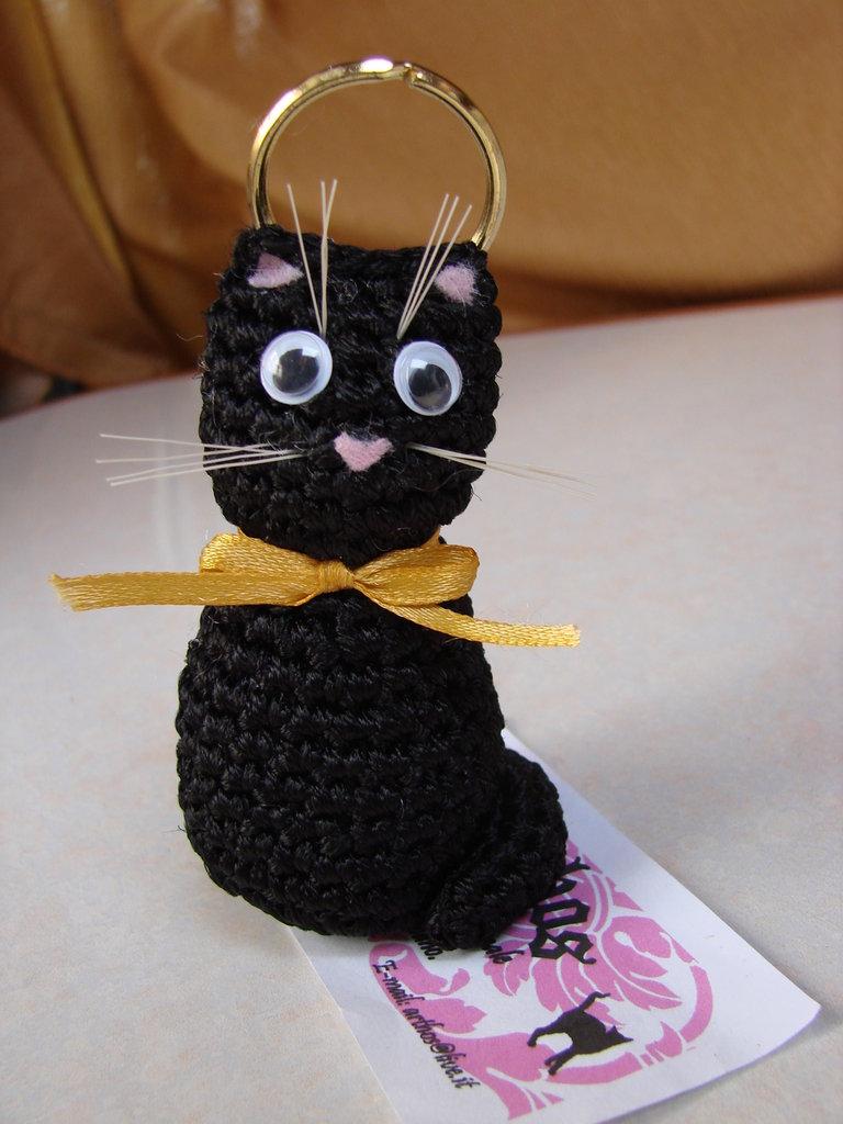 Gatto nero portachiavi amigurumi idea regalo natale for Oggetti regalo