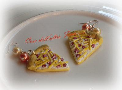Orecchini Trancio di Pizza Bianca con Wurstel e Patatine