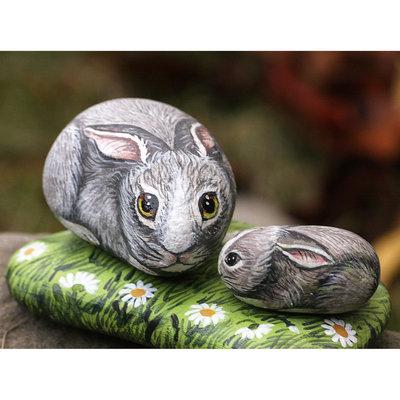 Pietre di fiume dipinte con colori acrilici conigli sul for Pietre di fiume