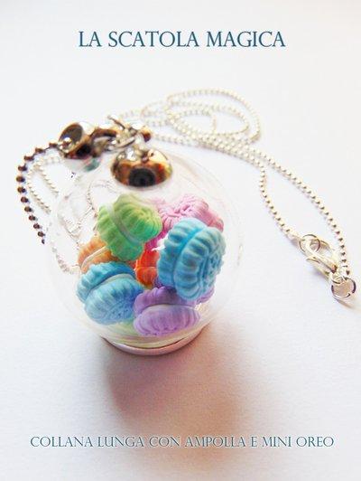 Collana lunga con ampolla di vetro e mini oreo colorati