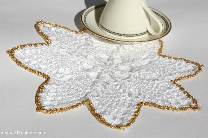 Decorazioni Natale: sottopiatto a forma di stella in bianco e oro