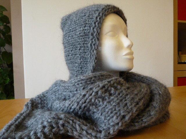 Sciarpa  in lana con cappuccio