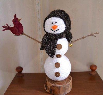 Pupazzo di neve realizzato con il tricotto