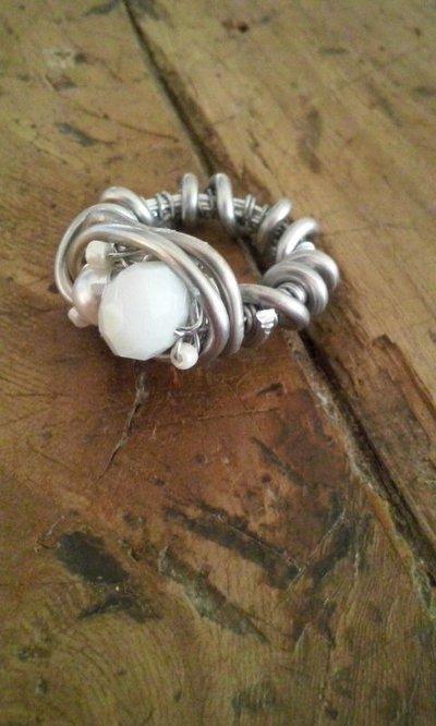 Anelli filo acciaio e perle