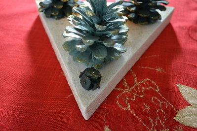 Centro tavola natalizio con le pigne feste natale di - Centro tavola natalizio con pigne ...
