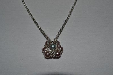 Girocollo con ciondolo fiore di perle