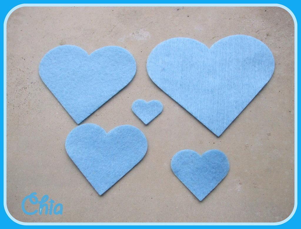 5 cuori feltro di 5 misure azzurro chiaro