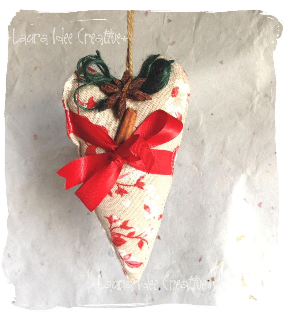 Cuore natalizio in tessuto al profumo di spezie