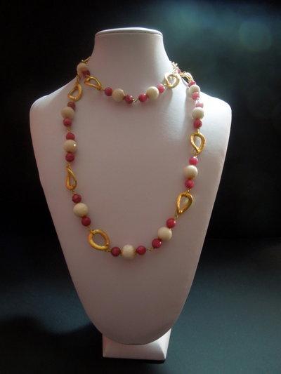 COLLANA con anelli in argento indiano con sfere grandi in agata bianca sfaccettata e perle in agata rosa sfumata