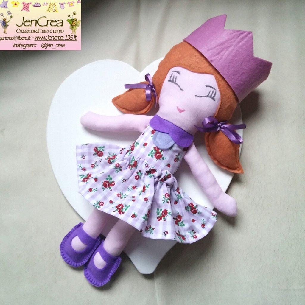 1 bambola di pezza artigianale lilla fiori rossi