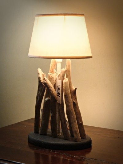 Luce da tavolo  HONSHU con bois flottè fatta a mano