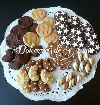 ( cod.106 ) 45 dolci in fimo senza gancio per decorare scatole, portafoto ecc, ringo,pan di stelle, croissant,cioccolato