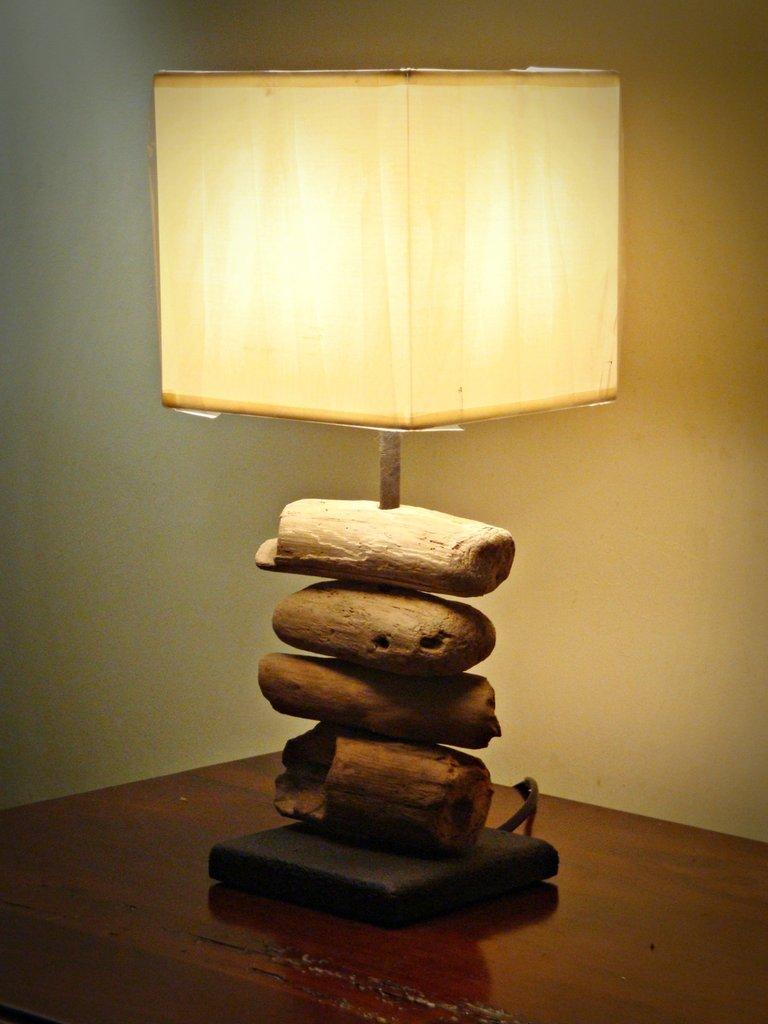 """Lampada """"URBAN"""" con legni di mare - Per la casa e per te - Arredame...  su MissHobby"""