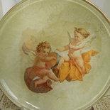 Piatto dorato con angeli decorato a decoupage.