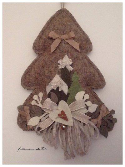 Albero in lana cotta con casetta e campanile in panno