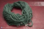 Scalda collo - collana di lana Verde con ciondoli