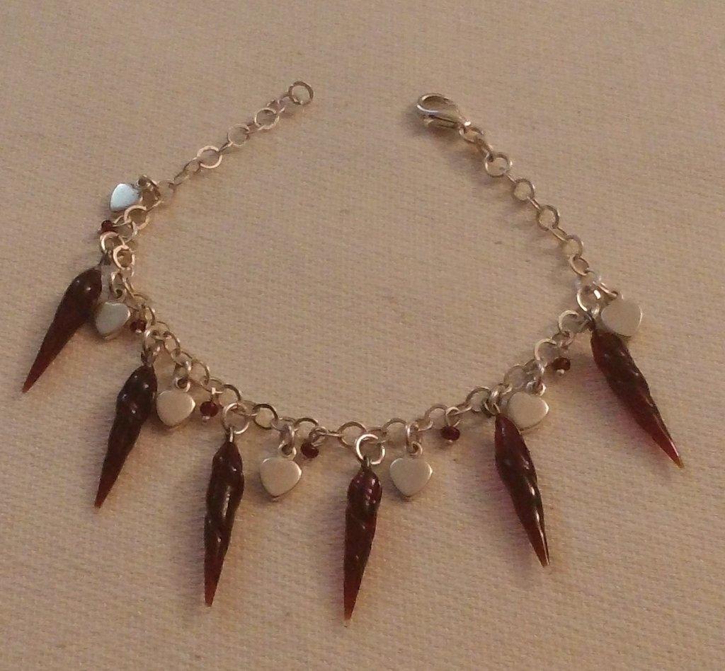 bracciale in argento 925,cuoricini, e corno peperoncini in vetro di murano