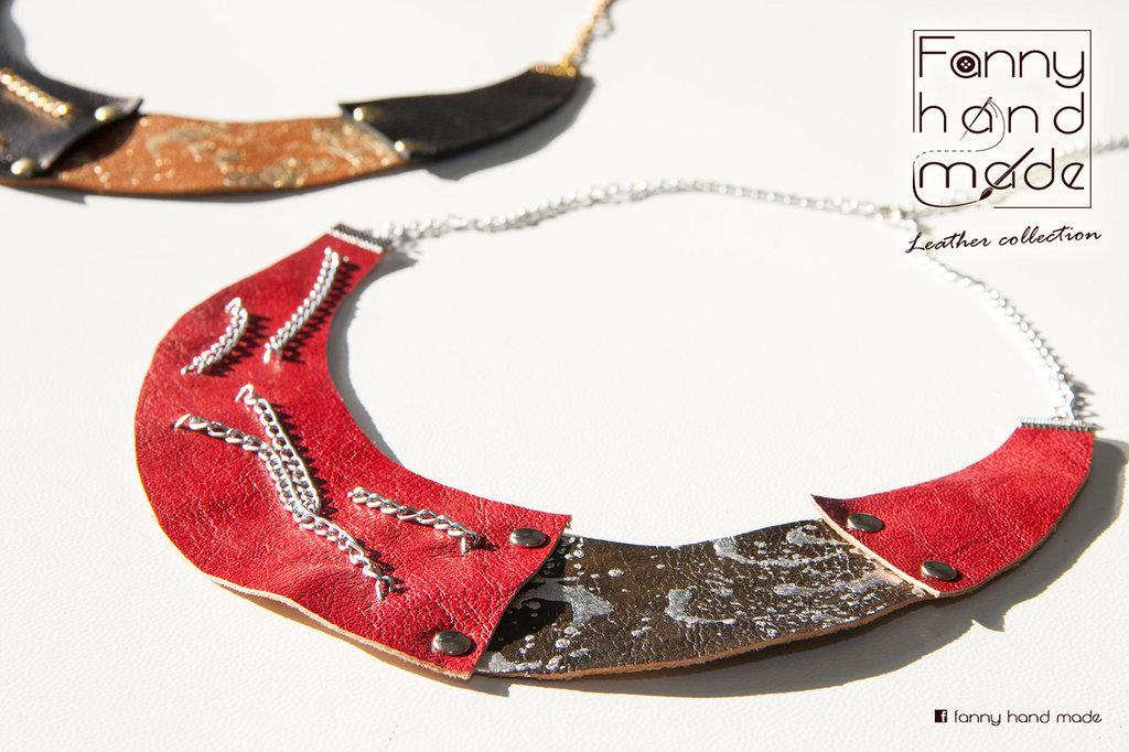 Collana girocollo in pelle con decoro in foglia d'argento/oro