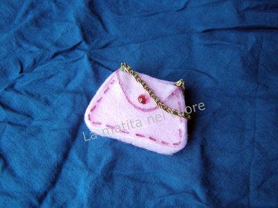 Calamita borsetta panno rosa strass rosa e catenella dorata