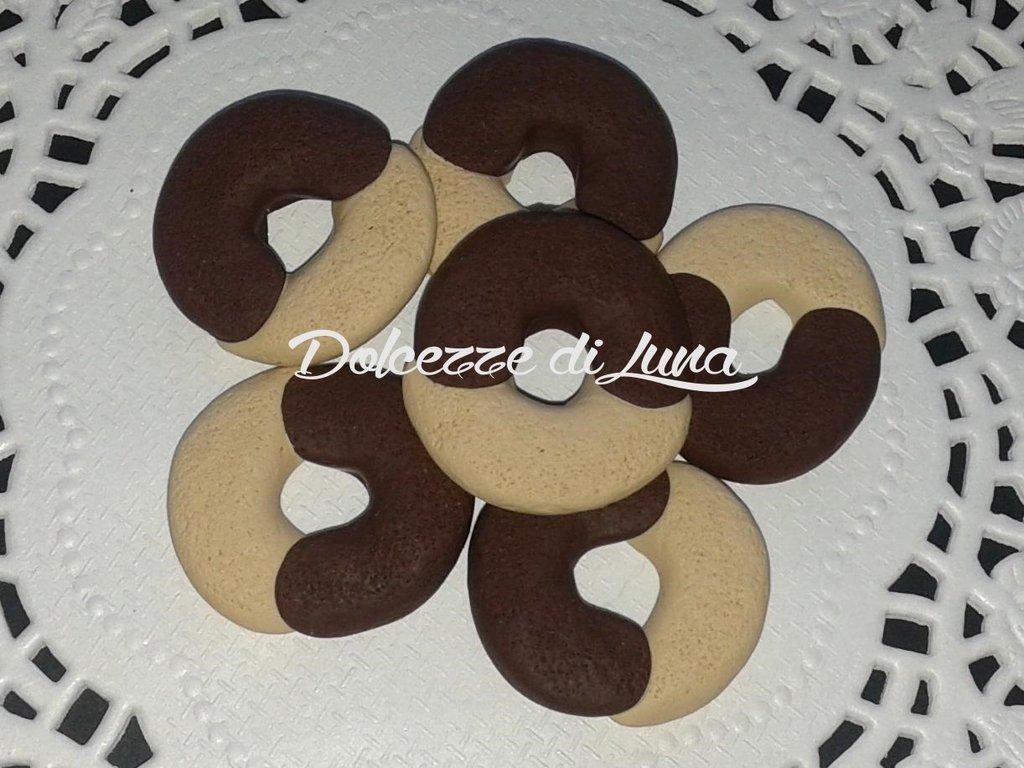 1 pz ciondolo in fimo abbracci mulino bianco 2 cm circa fatti a mano per scatole,portafoto cornici