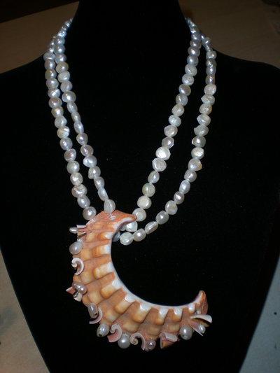 collana di perle a due fili con importante centrale