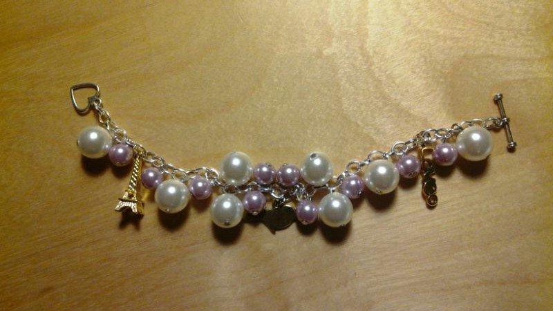 Bracciale di perle con charm