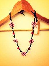 Collana artigianale con bottoni (bianco/rosso)