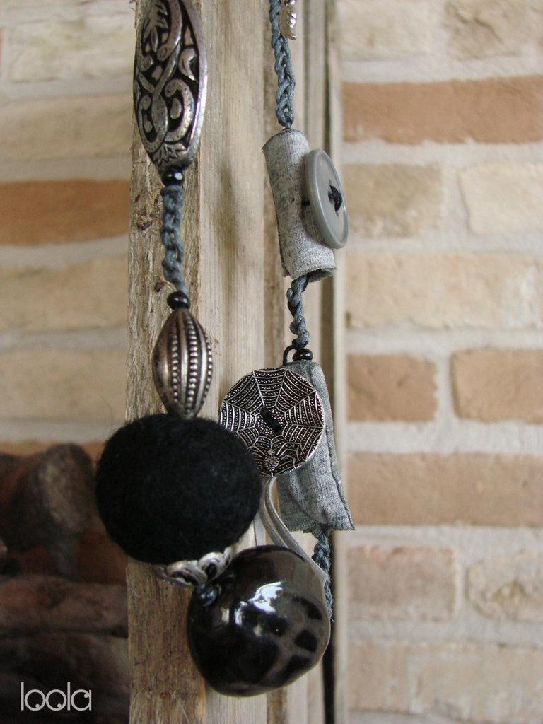 Collana artigianale in metallo,cordino e ciondoli fatti a mano