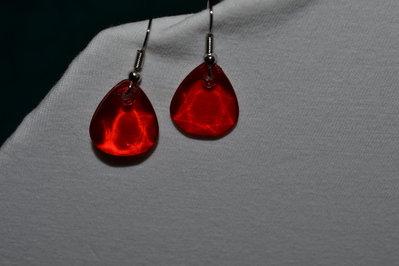 Orecchini a goccia  rossi in resina