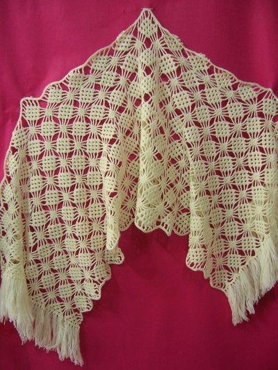 Stola da donna lavorata all'uncinetto in pura lana vergine color panna