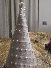 Albero cono decorato con  perle