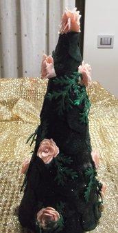 Albero con base di polistirolo con eleganti fiori e foglie