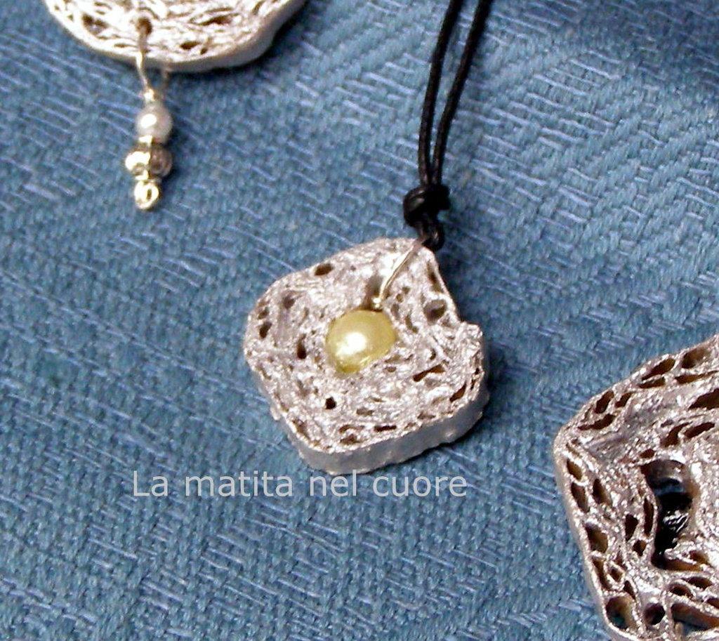 Ciondolo cartone piccolo quadrato argento con perla