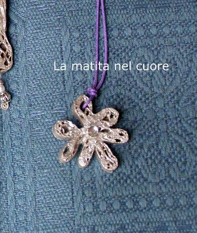 Ciondolo cartone fiore argento con strass