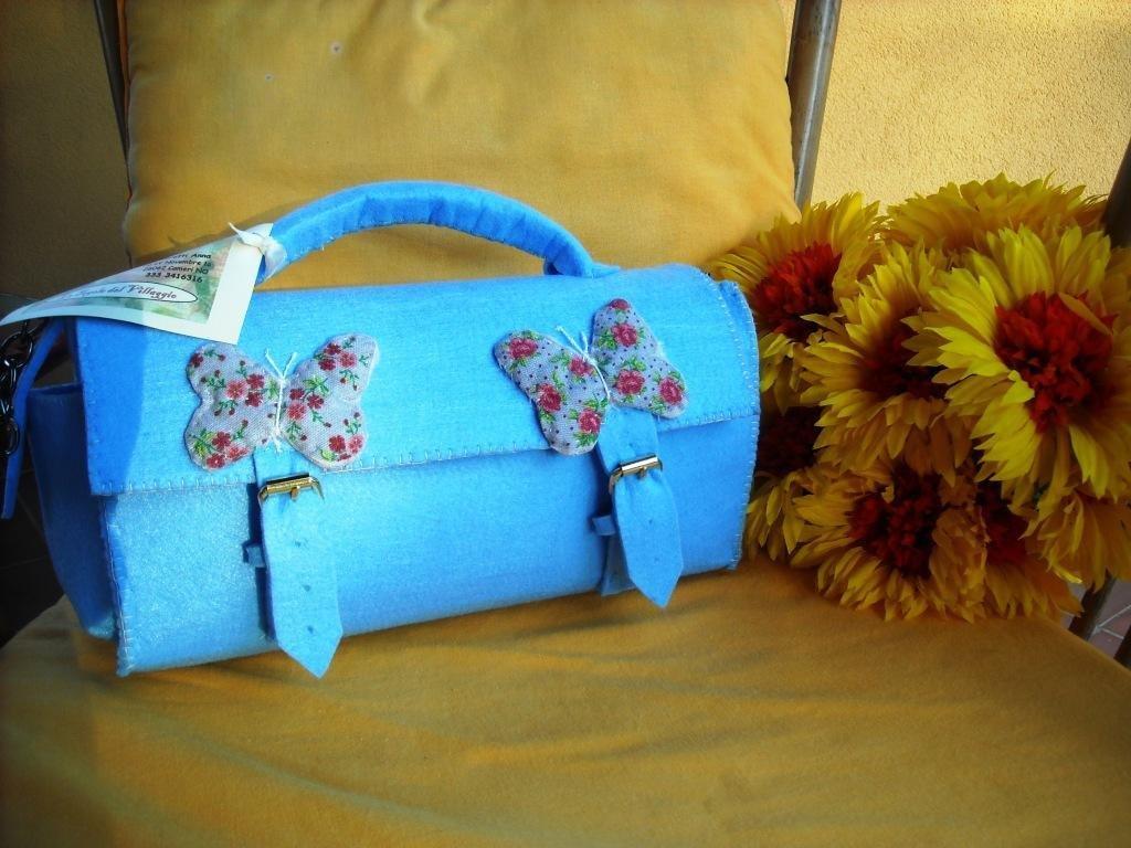 Borsa Bauletto di panno azzurro con farfalle, cucita a mano!