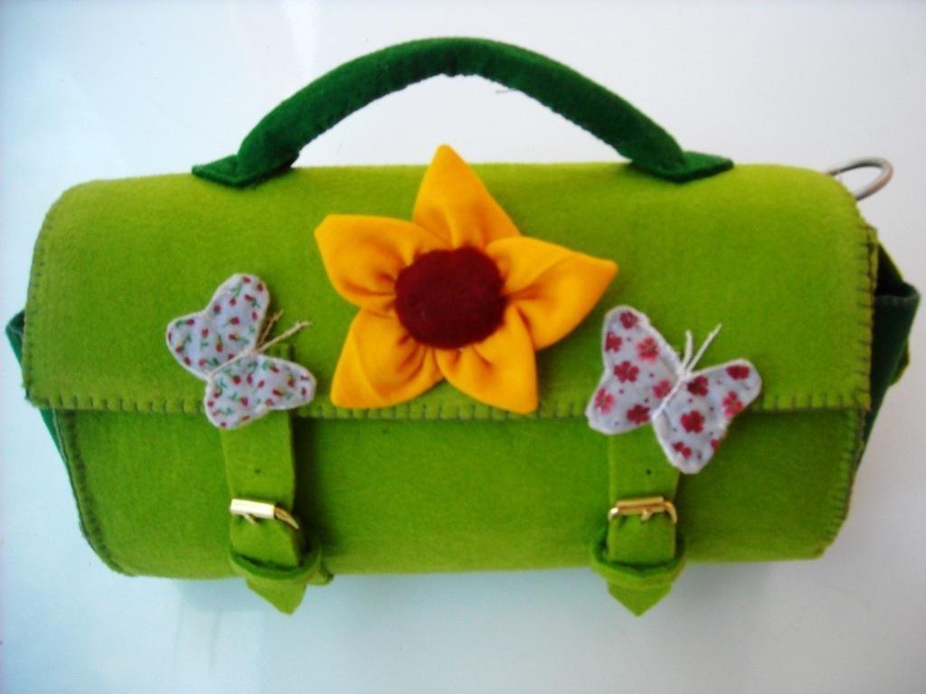 Borsa Bauletto verde con farfalline. Idera regalo cucita a mano