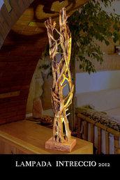 Lampada in legno di edera ad intreccio