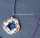 Ciondolo cartone rotondo bianco con stella blu