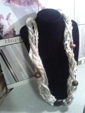 collana lana con perle legno