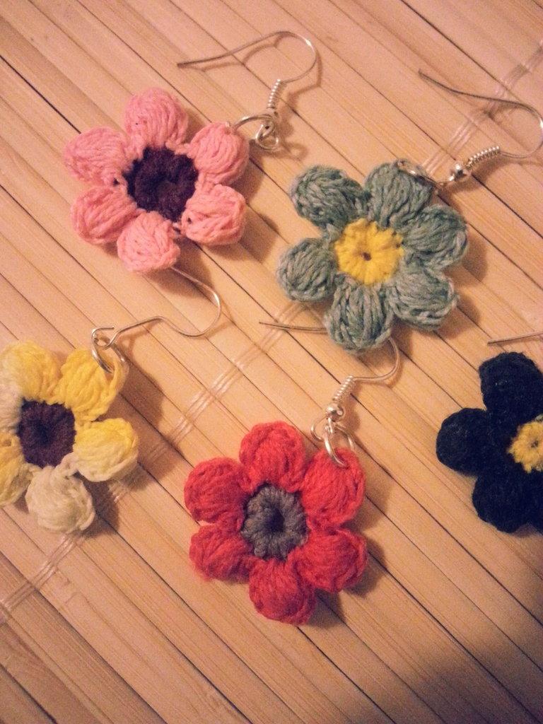 Orecchini fiorellini fatti a mano con uncinetto, pendenti o a lobo