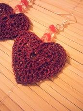Orecchini pendenti a cuore fatti a mano con uncinetto
