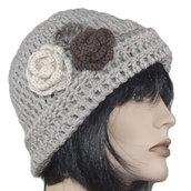 Berretto lana cappello donna fango con fiori - lavorato ad uncinetto - artigianale