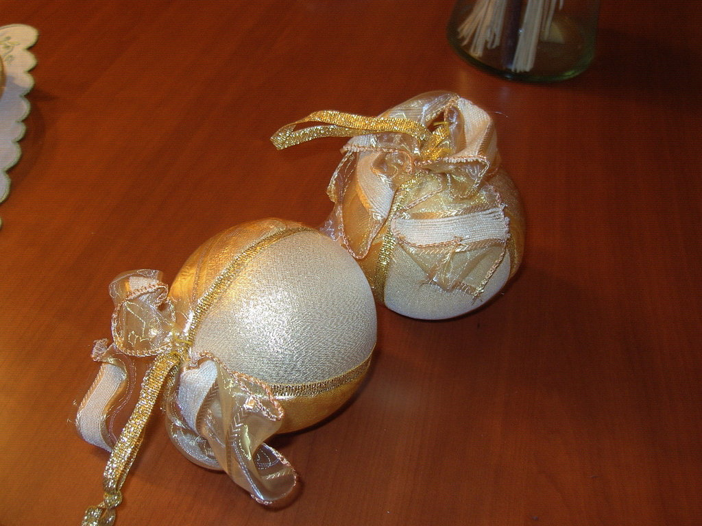 sfera natalizia dorata