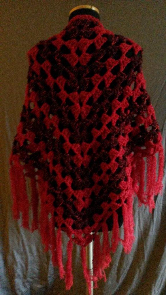 Scialle Rosso Fuoco in lana, realizzato all'uncinetto