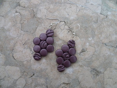 Orecchini rombo color vinaccia in pasta polimerica
