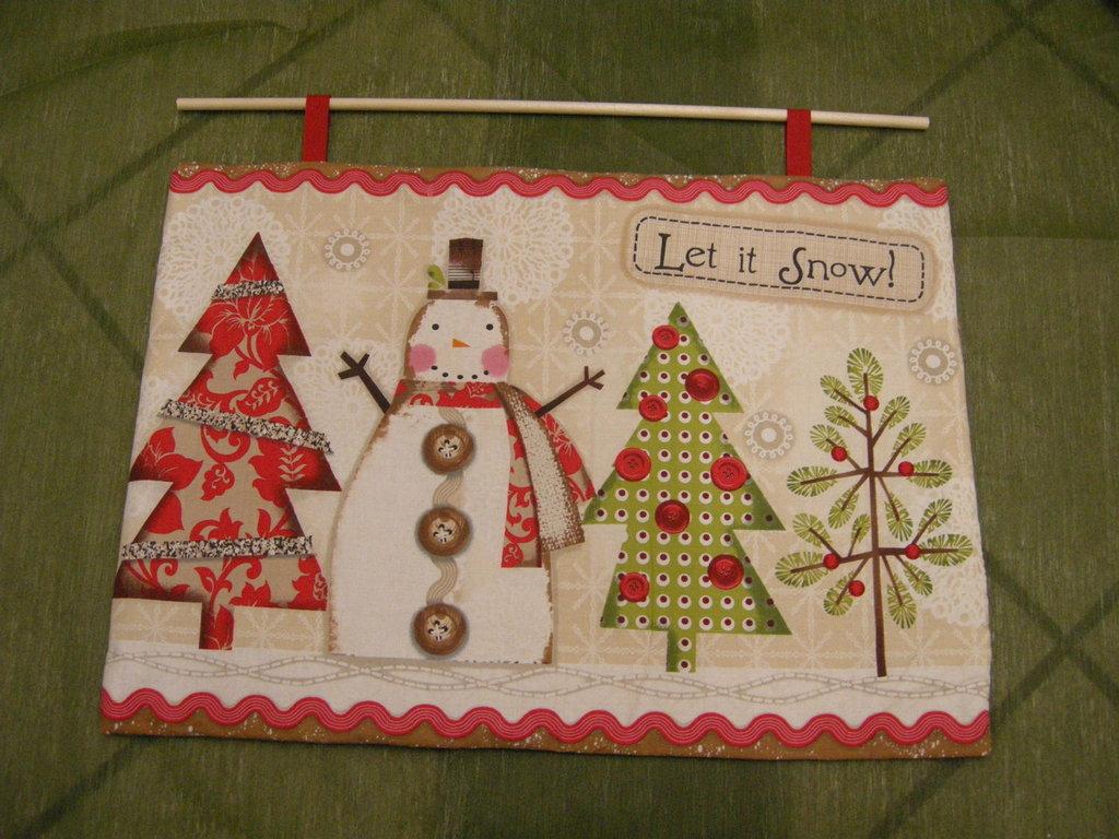 pannello natalizio realizzato a mano in stoffa americana con paesaggio invernale